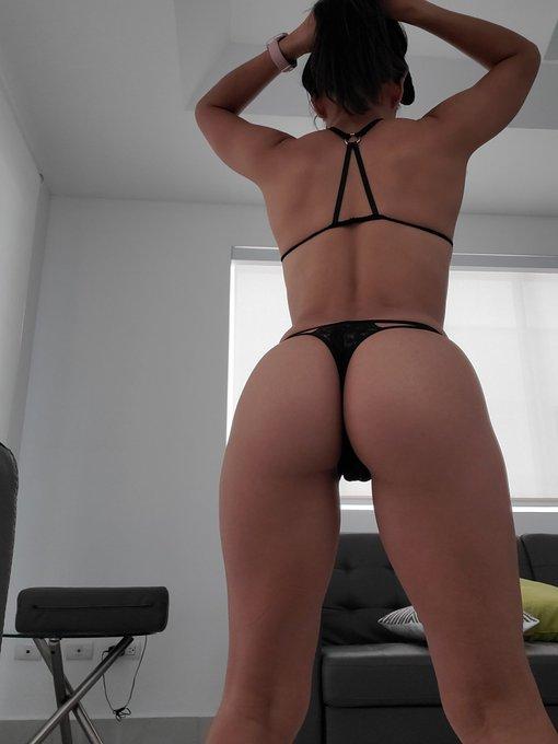Dame retuit, para subir más foticos así de espalda que dices, hacemos trato 🤝 😈🔥 más fotos en el link