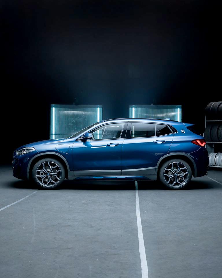 #TheX2 Ekstremalnie niezwykłe. Absolutnie wyjątkowe. Niesamowicie nowoczesne. Nowe #BMW #X2 xDrive25e z napędem hybrydowym plug-in o zasięgu elektrycznym do 57 km. https://t.co/vRrDb30AIl