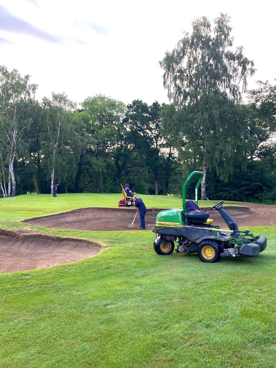 Greens cut & rolled, holes changed & bunkers raked. Ready for the Spring Cup @ElshamGolfClub #Golf #Competition #rain #spring  pic.twitter.com/Jyl9RRsARE
