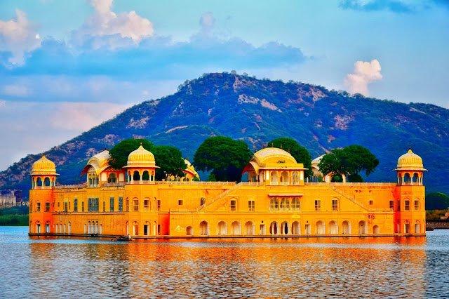 जयपुर में स्थित है एक ऐसी झील, जहां पर जाने से इंसान बदल जाता है