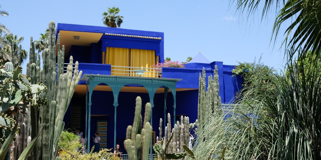 The Jardin #Majorelle is a botanical garden in #Marrakech, #Morocco. Designed by French artist Jacques Majorelle and later owned by Yves Saint Laurent, these days anyone can visit the complex and its museums!  Fun fact: the intense colour of the house is named Majorelle blue 💙 https://t.co/Lgx8yHn8TC