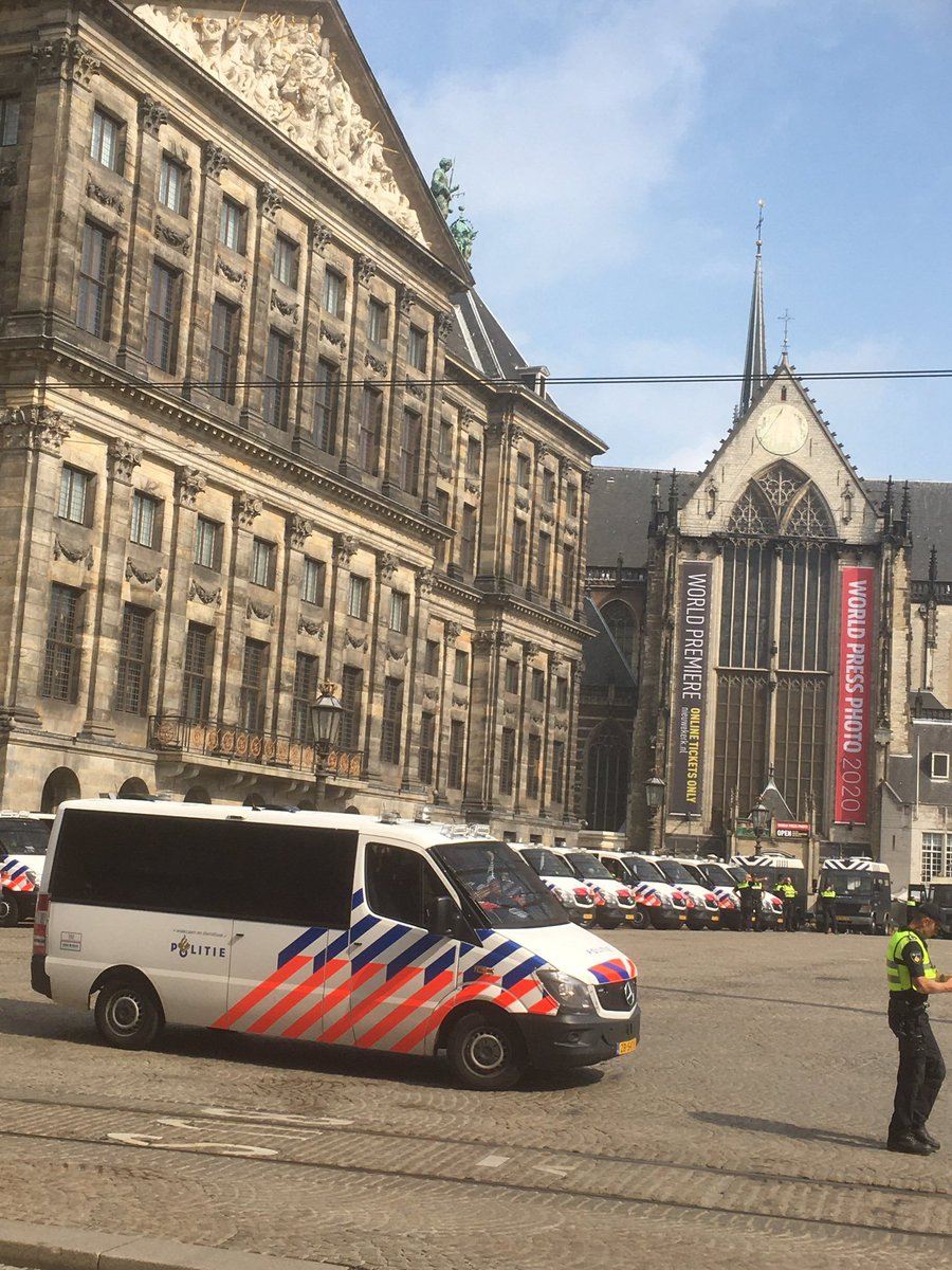 Ondertussen in #Amsterdam op de #dam. https://t.co/Z6SO5BqdbC