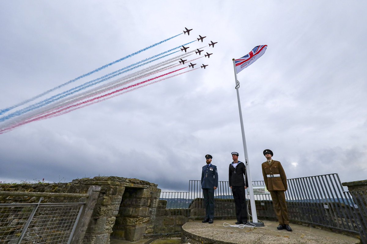 As a salute to the Armed Forces community, the @RAFRedArrows performed a spectacular flypast today over the skies of North Yorkshire for this year's #ArmedForcesDay. https://t.co/pjesVyBKl8