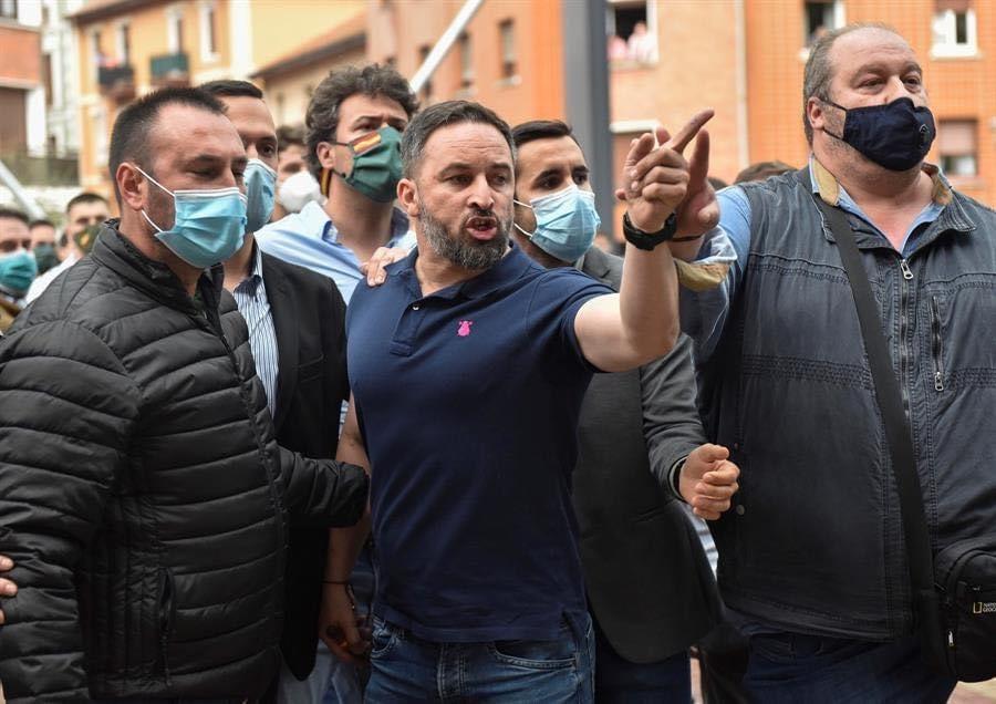 Cuando un político se enfrenta a los enemigos de España no solo desde una tribuna sino en nuestras calles se convierte en mucho más que en un simple político. Se convierte en un LÍDER. Tú eres nuestro líder. Gracias @Santi_ABASCAL.