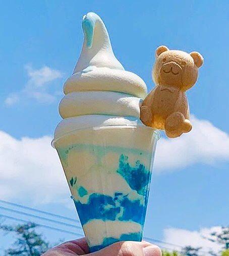 岐阜県土岐市にあるお店「BLUE BEARS cafe」の、サイダー味ゼリーのパンナコッタと、サイダー&バニラのミックスソフト「青空パフェ」✨