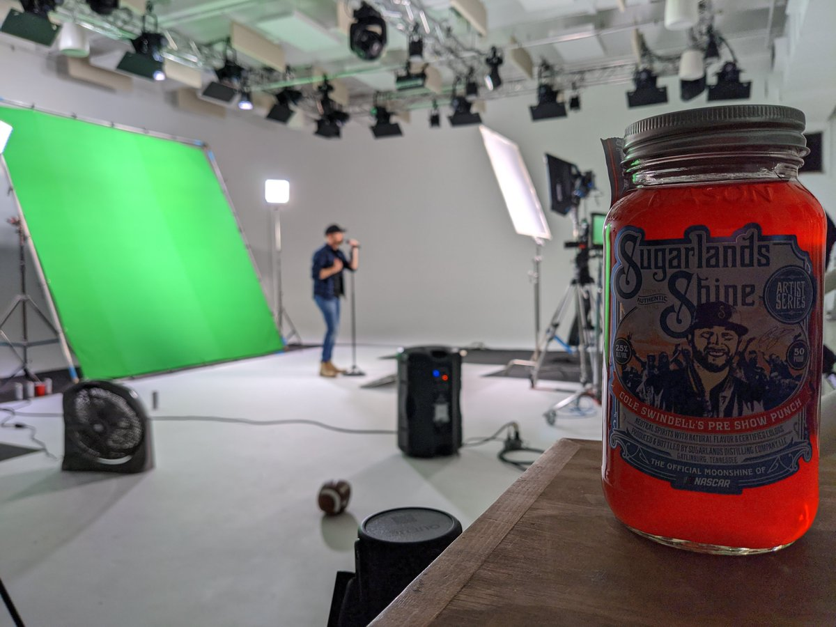 It's not a proper video shoot without @SugarlandsShine on set https://t.co/Fezq5VrLuQ https://t.co/NQqhgFTnJx