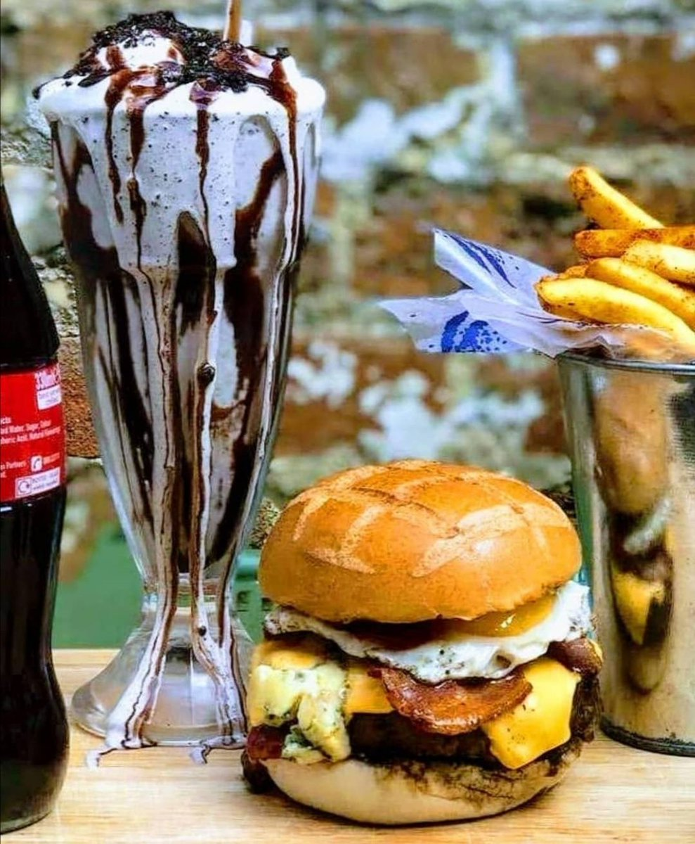 What's on the menu tonight??  Order yours with hmmburger tonight.  #LoveNewmarket #NewmarketBID #LocalBusiness #SupportLocal #Hmmburger #Saturday #SaturdayNight<br>http://pic.twitter.com/noPixT5nqM