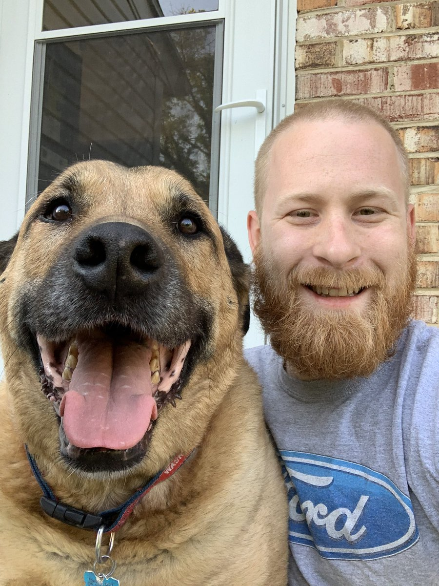 Me amd dad pwacticing our selfies. We luvs just hanging togedder! #DogsofTwittter #happypup #selfie pic.twitter.com/Z4llj8eb8l