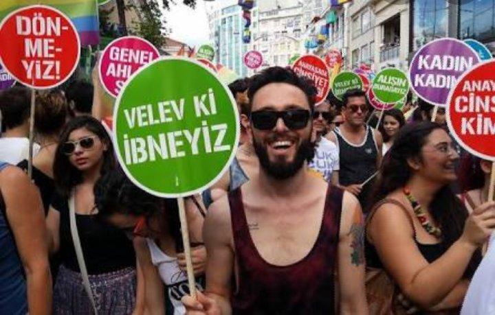"""Sema Maraşlı on Twitter: """"Bugünkü #yks2020 sınavında @halis_aygun gençlere eşcinsel ve LGBT savunucusu Mabel Matiz (Matiz resimde 'Velev ki İbneyiz' pankartı taşıyan kişi) den başka örnek gösterecek kimseyi bulamadınız mı? Ne yapmaya"""