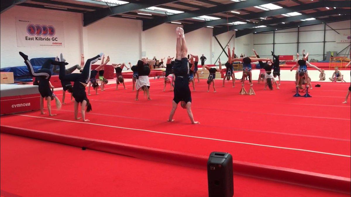 Remember that time we challenged an Olympic Gymnast to a Handstand Challenge? 🤸♂️💪  #HandstandDay #InternationalHandstandDay #gymnastics @BritGymnastics  @ScotGymnastics  @PurvisDanny https://t.co/Rb7bszM4gX