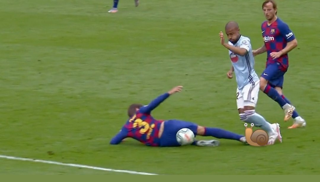 El gol del empate de Aspas viene de una falta clara de Piqué y roja perdonada por agresión a un pobre caracol que había en el césped de Balaidos. ¡HALA CELTA!