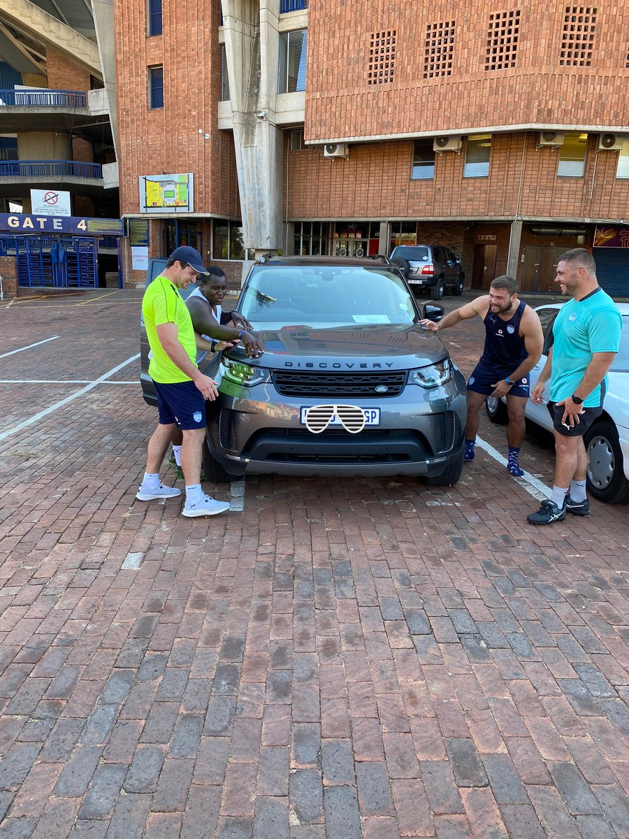 Gotta give the baby a young massage at times 🤣🤣🤣 #DrivenBeyond @LandRoverZA