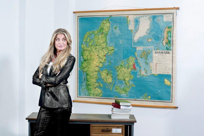 """#Dinamarca Mille Dinesen """"He ganado más respeto por los maestros"""" Ella ha interpretado a la maestra de escuela Rita Madsen en la popular serie de televisión 'Rita' durante casi diez años pic.twitter.com/lgeTipPLwk"""