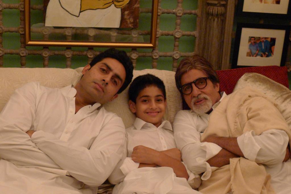 T 3576 - Father .. Son .. Grandson .. some years ago !  And the folded hands are unplanned , they just happened ❤️ https://t.co/d0XTbL892G