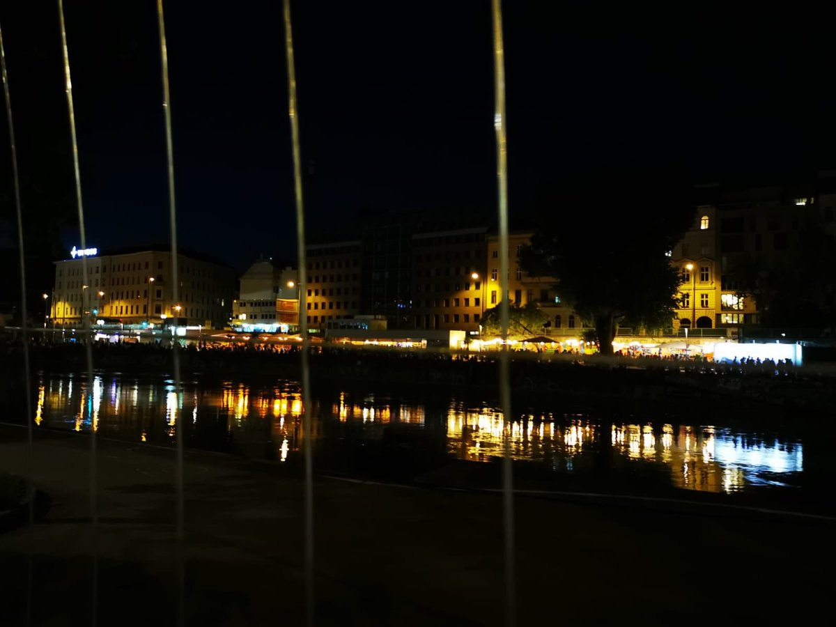 #wien #Vienna tonight #homepic.twitter.com/gqDGl9XbX9