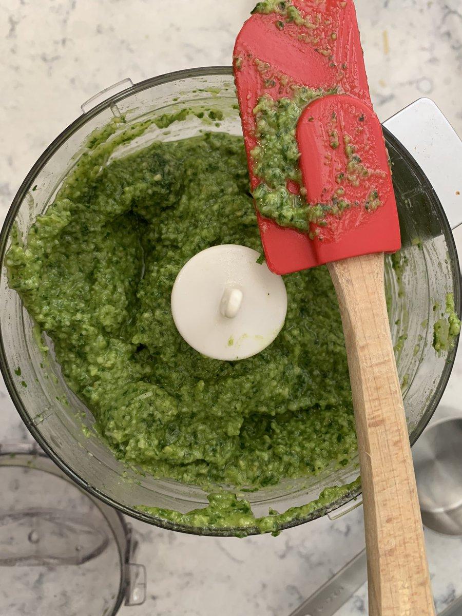 What is better then homemade pesto? #pesto #italiangirl @TommyMartinezTLpic.twitter.com/8B2wN2PkV6