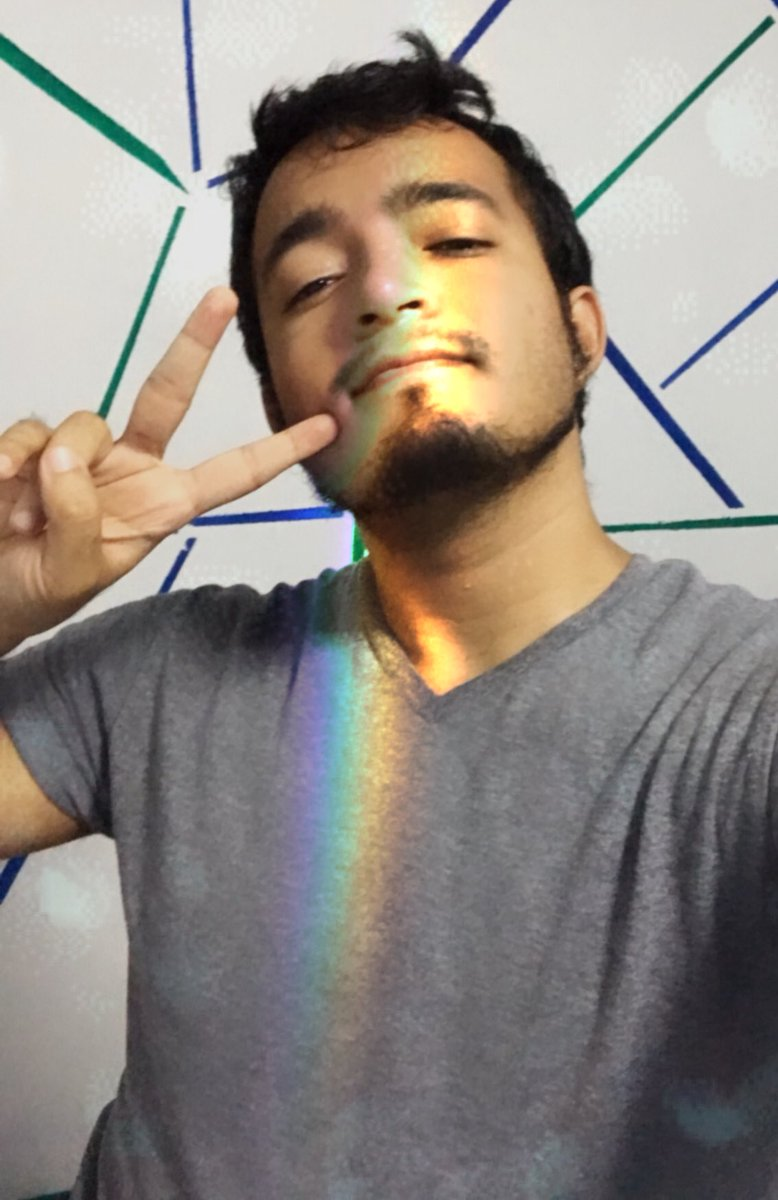 Yes #pride month con mi respectiva #selfie  pic.twitter.com/D4tdX0b8Zm