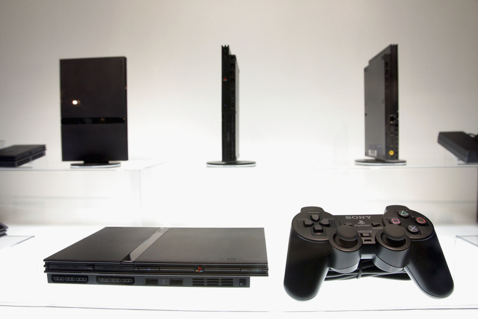 PlayStation 2 can play homebrew games by using DVD player exploits engt.co/2VryEX7