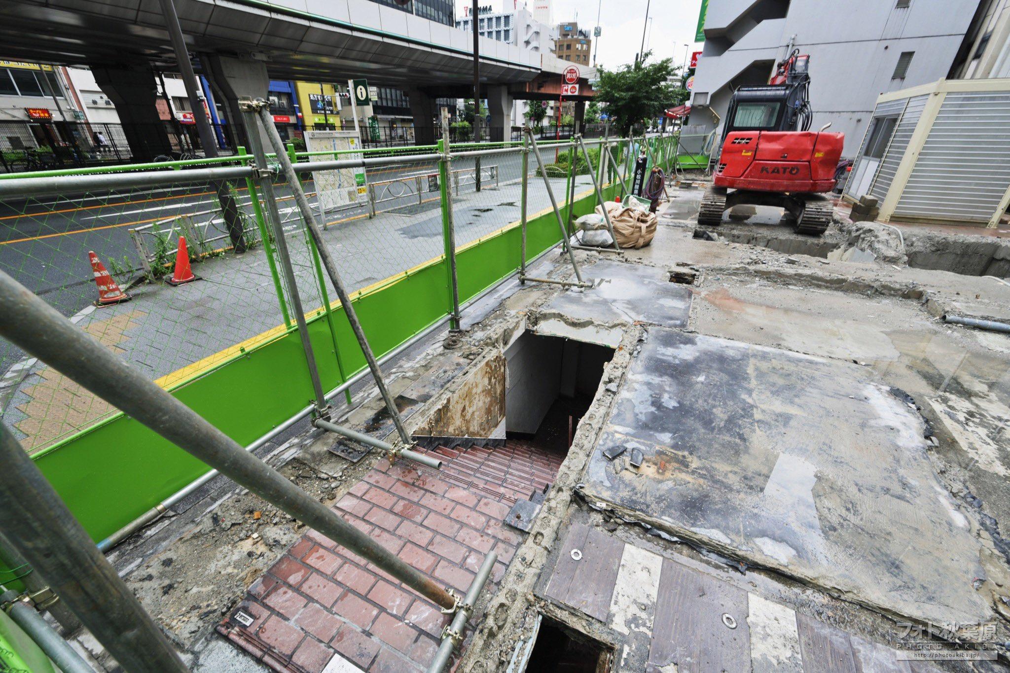 マクドナルド秋葉原昭和通り店あったビル跡地に、ドラクエみたいな階段が出現してた。