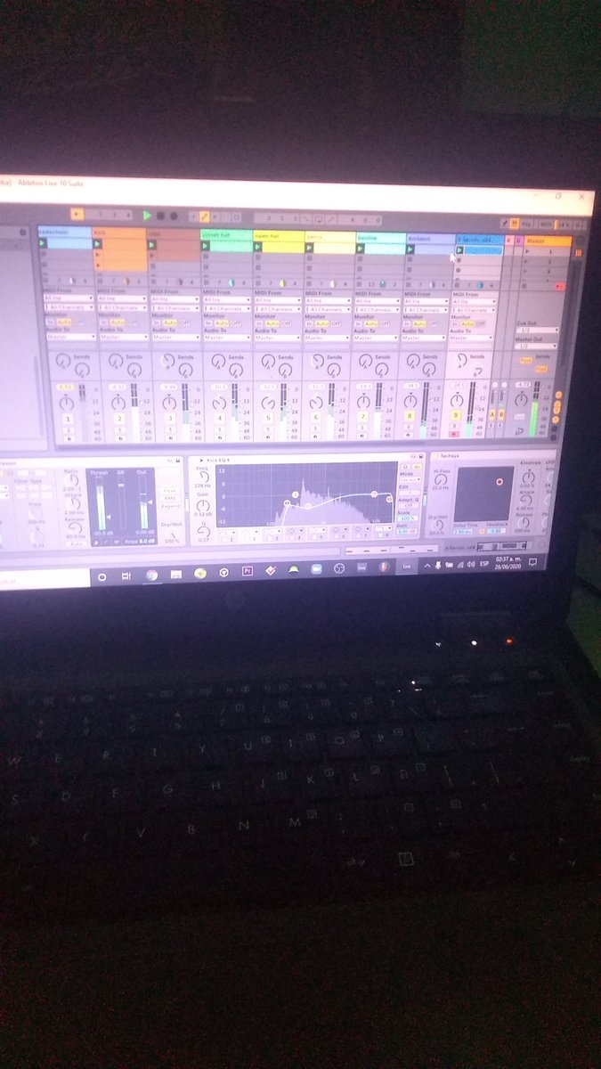 night of producing #techhouse #ableton<br>http://pic.twitter.com/gWWURdahDF