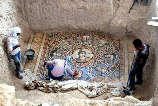 This amazingly perfect mosaic floor was recently discovered in Turkey, it's over 2,000 years old...