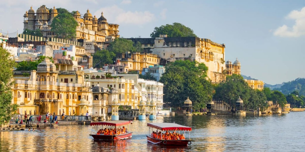 """The City Palace overlooks Lake Pichola in #Udaipur, #India. The extravagant complex, built in the 16th century, is one of the largest of its kind in #Rajasthan and a must-visit on any trip to this """"City of Lakes"""". We recommend doing a guided tour and a boat trip to explore! https://t.co/zYrgIWYagN"""