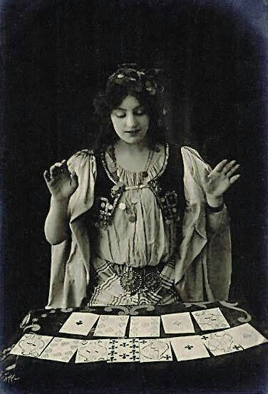 Tarot Card Reader in the 1920s #Magick #EuropeanMagickpic.twitter.com/5b63Tc3UrU
