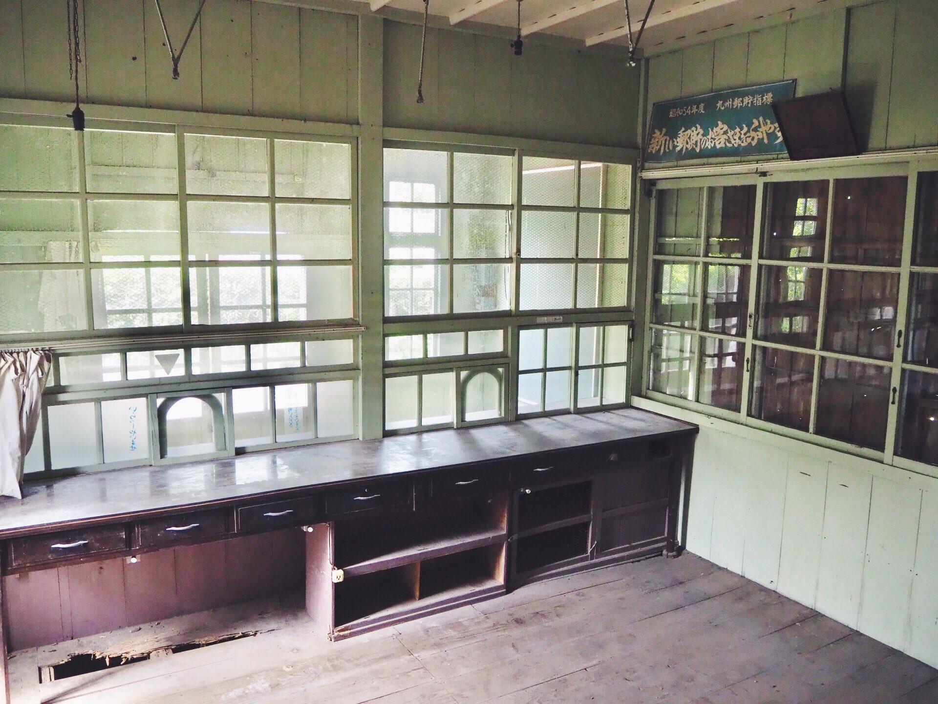 【エモすぎる古民家物件情報】<br>鹿児島県枕崎市の住居付き旧郵便局が売りに出ました!!!!築およそ100年。明治時代の面影を残す素敵な建築物に住んでみませんか、、!リノベしてカフェなんかやっちゃったりしませんか、、!!!なんと土地付き100万、改修しても500万ほどです😂😂😂
