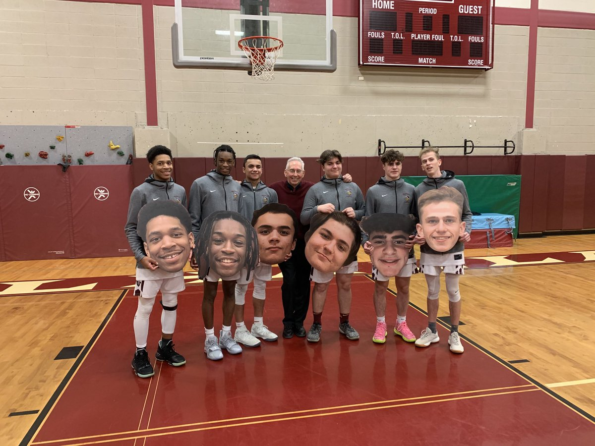 🏀🎓An outstanding group of seniors. Thank you for all the great memories. Valhalla will long remember you! 🏆 🏀 https://t.co/nA3wziSiKq