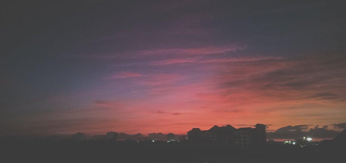 Cebu City sunrise #sunrisers #workout #workoutmotivation #picture #SundayMorning #fitnessmotivation #Fresh<br>http://pic.twitter.com/h2o62CkAdo