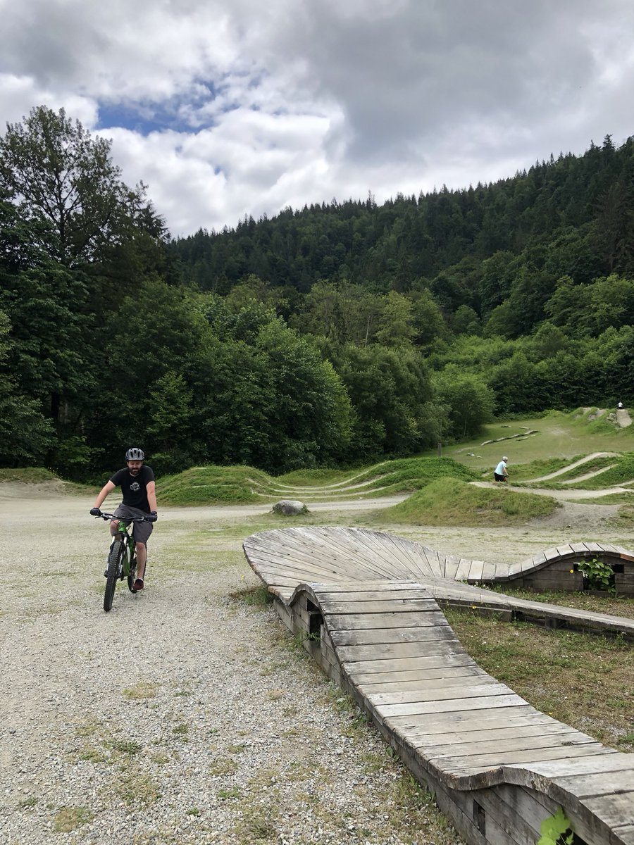 Weekends are for #biking  The kids love checking out new #bikeparks & trails & we sure love this new healthy activity to do as a family! (Also.. thankful for borrowed & hand me down bikes... )  Where's your favourite spots to go biking!?   #sunday #bike #bikeridepic.twitter.com/aHnjOebmWf