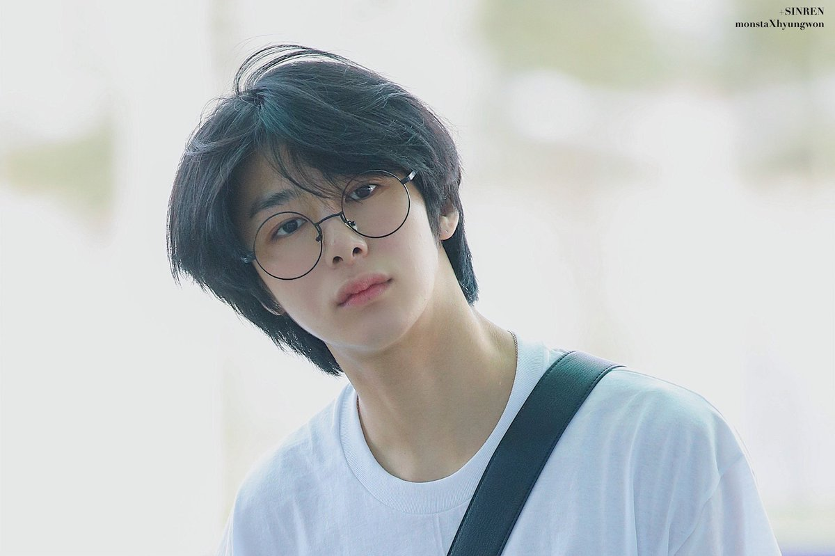 Hyungwon bare face:beauty thread <br>http://pic.twitter.com/knhKJOGX9T