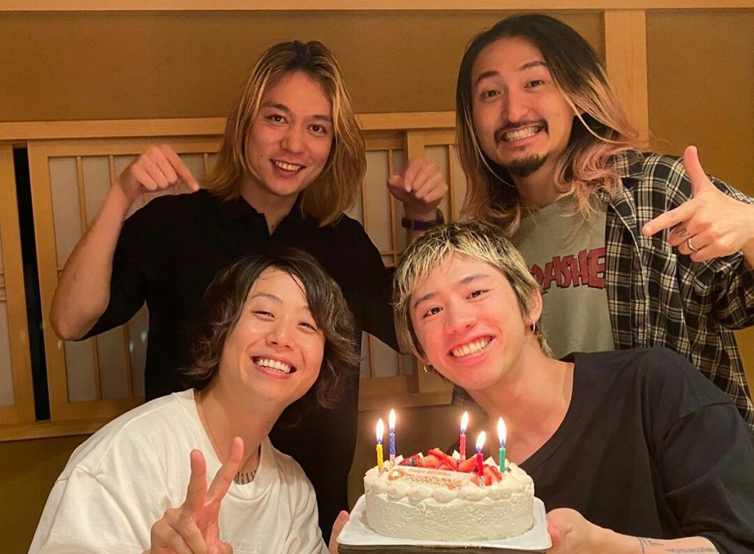 The band gathered for the first time last night (JST) after Japan govt. lifted the Tokyo emergency status due to pandemic. Lets wait for the first project the band will do after! 😉 #StayHealthy #StaySafe #ONEOKROCK #OOR #ワンオク