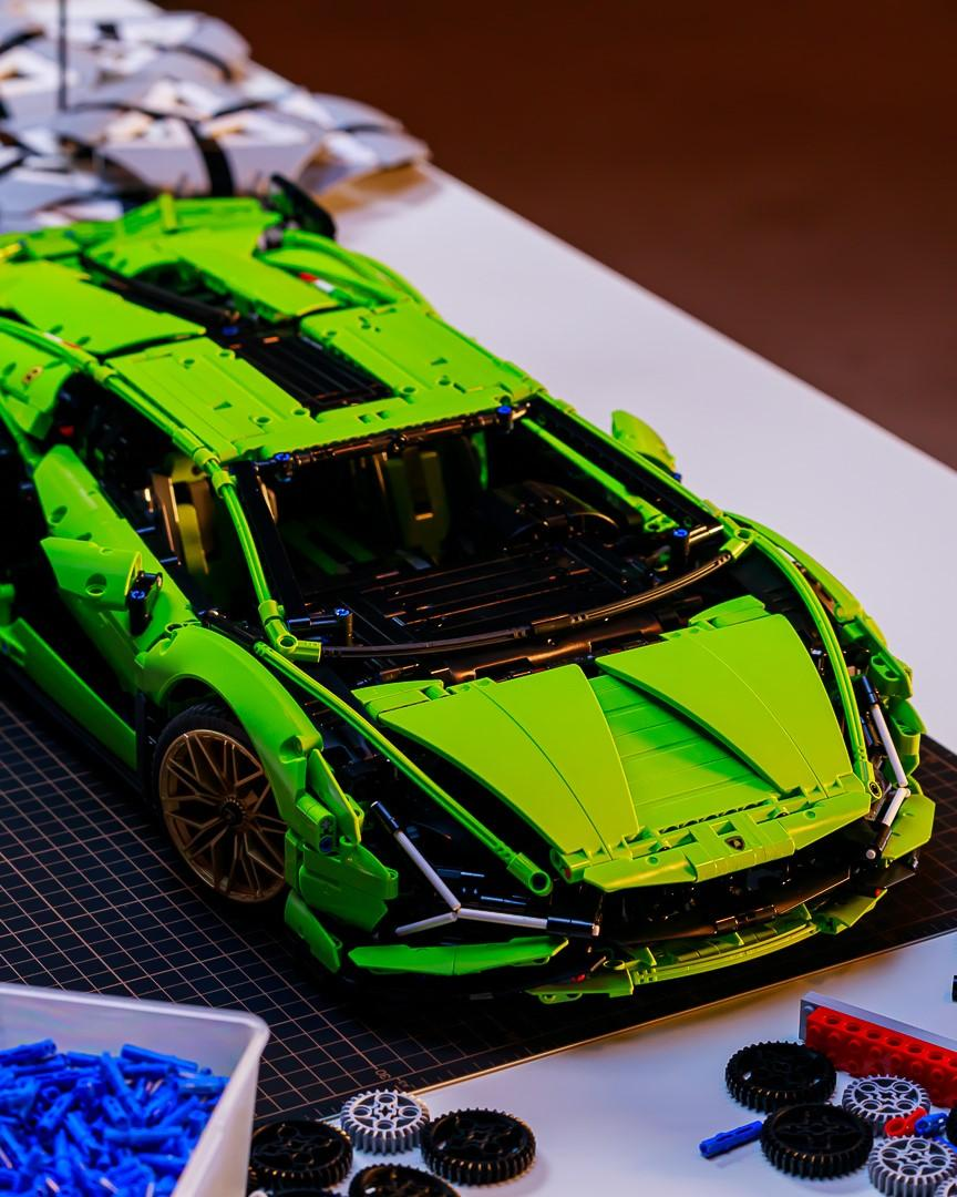Did you see the spectacular launch of our LEGO Technic @Lamborghini Sián FKP 37? 🤩 Here's a few behind the scenes pics taken while the video was being shot. 🎥 https://t.co/26D7zOStA5