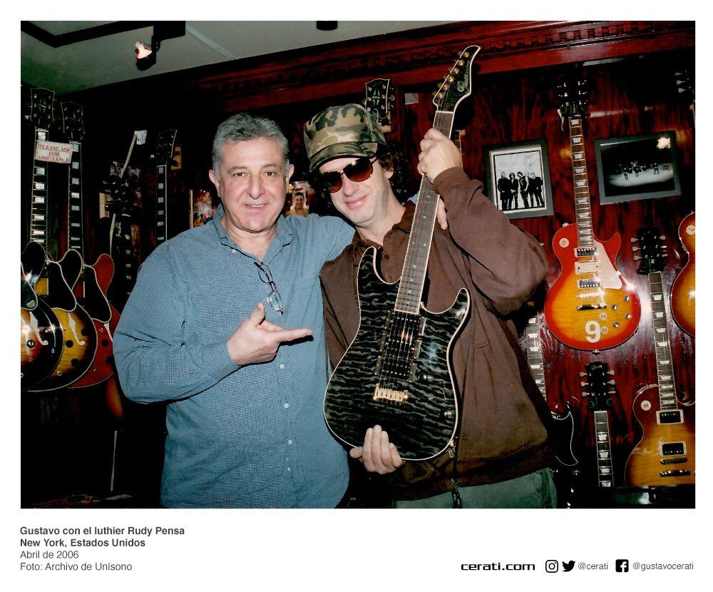 Gustavo con el luthier Rudy Pensa New York, Estados Unidos Abril de 2006 Foto: Archivo de Unísono https://t.co/L8AQD0rUxf