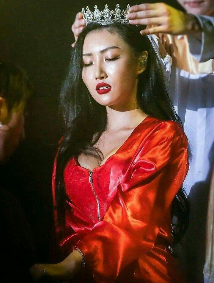 QUEEN HWASA COMING BACK TO SIT ON HER THRONE ONCE AGAIN #화사가_Maria_컴백한단_마리아 #QUEEN_IS_BACK @RBW_MAMAMOO