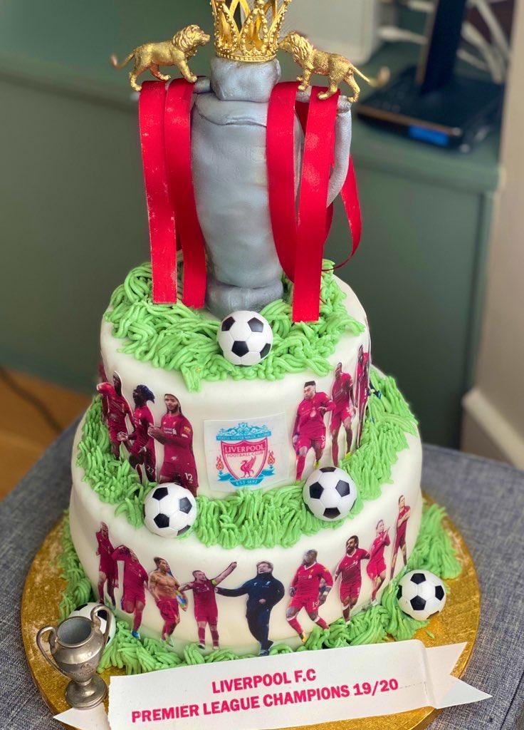 Mood when @LFC win the prem 🤪✌🏽 cake insta @tyestreats_ https://t.co/7MKdsgUNGx