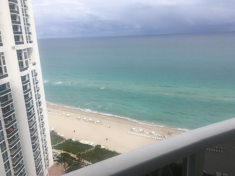 My friend, Pam is a finalist in Trump International Beach Resort Miami's photo contest. Help me rally votes!  https:// flip.to/r/3ayb8    <br>http://pic.twitter.com/UV8rThcBmp