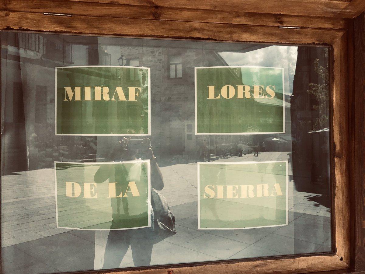 GR-A-MAT-ICA ?!  #Miraflores #mirafloresdelasierra #lalenguaurbana #fallosgramaticales #vivanlassilabaspic.twitter.com/ejYpMF5mvZ