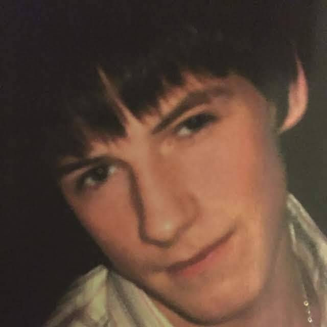 On this night 12 years ago, Ben Kinsella left his home to celebrate the end of his GCSEs. He never came home.  In 2019, 4562 young people aged 10 to 17 were sentenced for carrying a knife; the highest number ever recorded.   Please help us #stopknifecrime https://t.co/5R3aZkMIHY https://t.co/Y341LccBsd