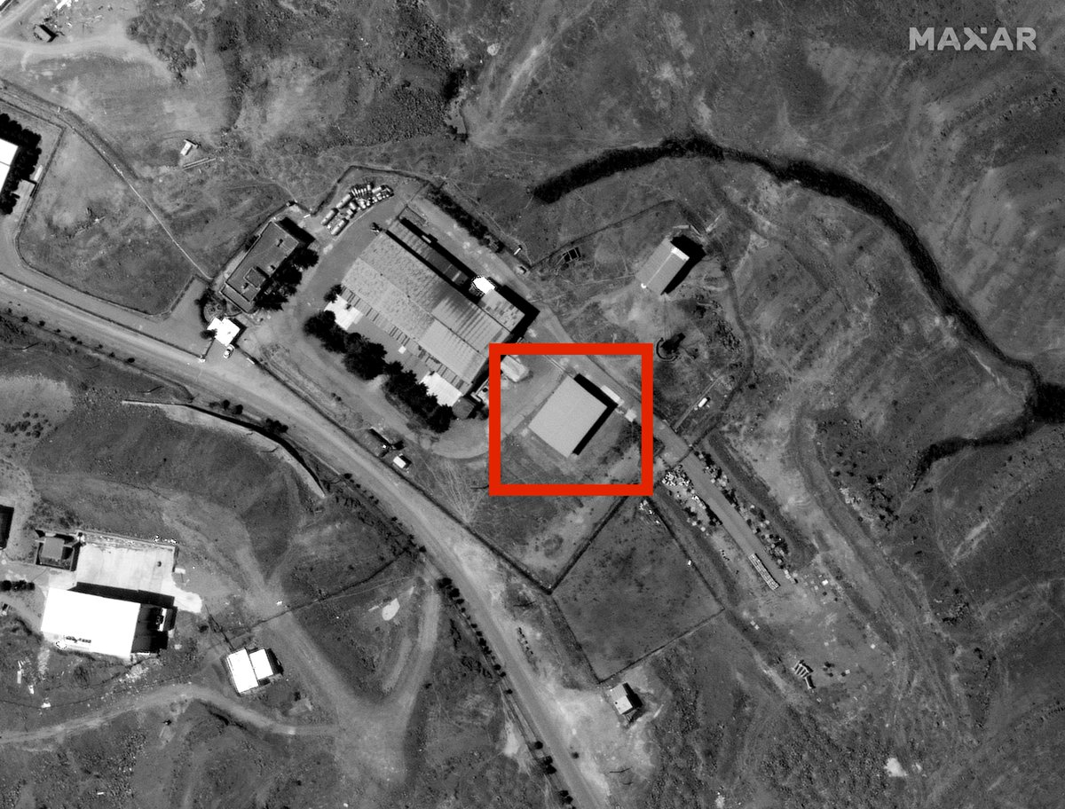 Satellite image shows aftermath of the explosion at Khojir missile base in Iran. One building completely destroyed and a large burn area.  Iran claims a gas tank exploded near a military base. There's no sign of a gas tank here and the blast is inside the base.  Image: @Maxar https://t.co/ofUzOtbvkV
