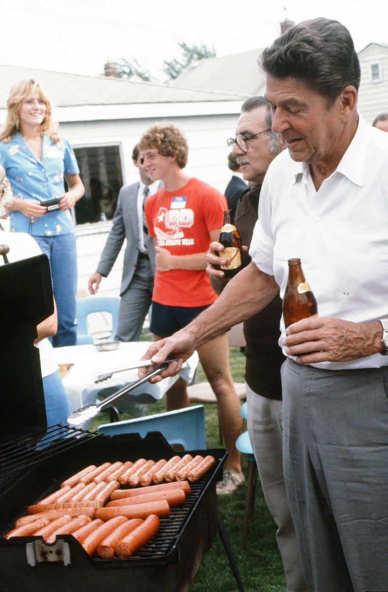 HERES A PICTURE OF RONALD REGAN GRILLING 28 GLIZZZYS AND HE PUT CRACC IN THE BLACC COMMUNITY BUT YALL NOT GON HEAR ME TILL ITS TOO LATE