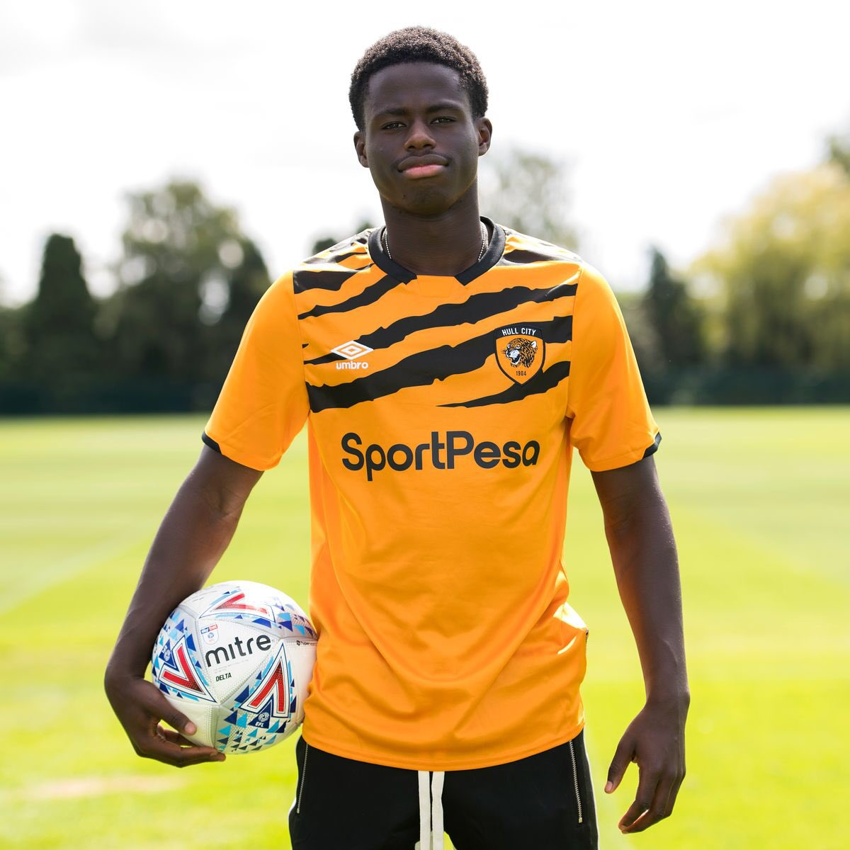 For me, Leo Da Silva Lopes is so underrated. A definite contender for Player of the Season in his first campaign at City. At 21, he's a tough competitor, possesses acceleration, anticipation to win the ball and progress attacks. Recently adding goals and assists too. #hcafc pic.twitter.com/PZzWgisgWj  by Tom