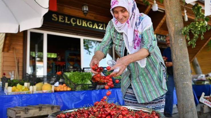 AVM ve Büyük Marketler yerine lütfen Küçük Esnaftan Alış Veriş yapın... #AlışverişYapmıyorum https://t.co/lKnOweIRQ0
