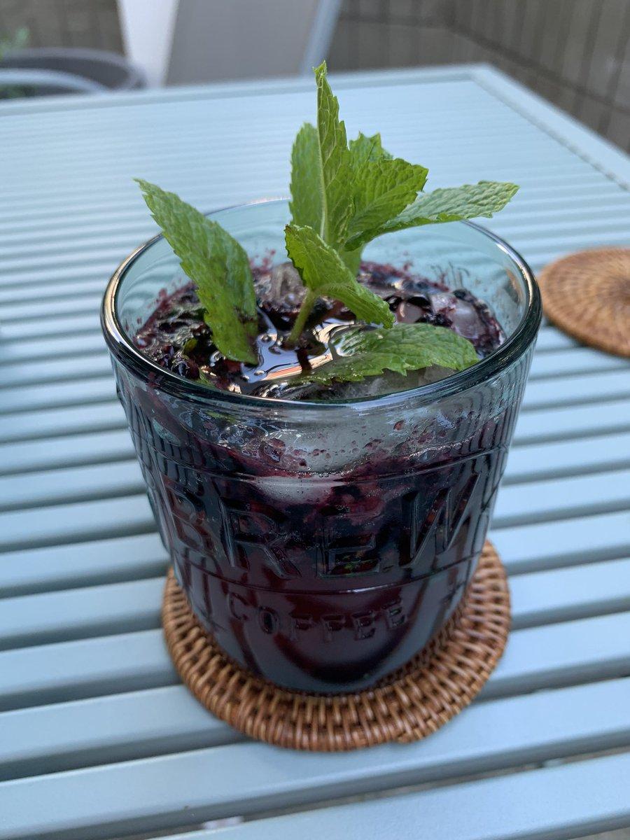 Favorite cocktail: Smash. #Blackberries #Mint #Bourbon #GingerBeer #Muddler #MintAgainJustBecause  pic.twitter.com/5yfakcRFnr