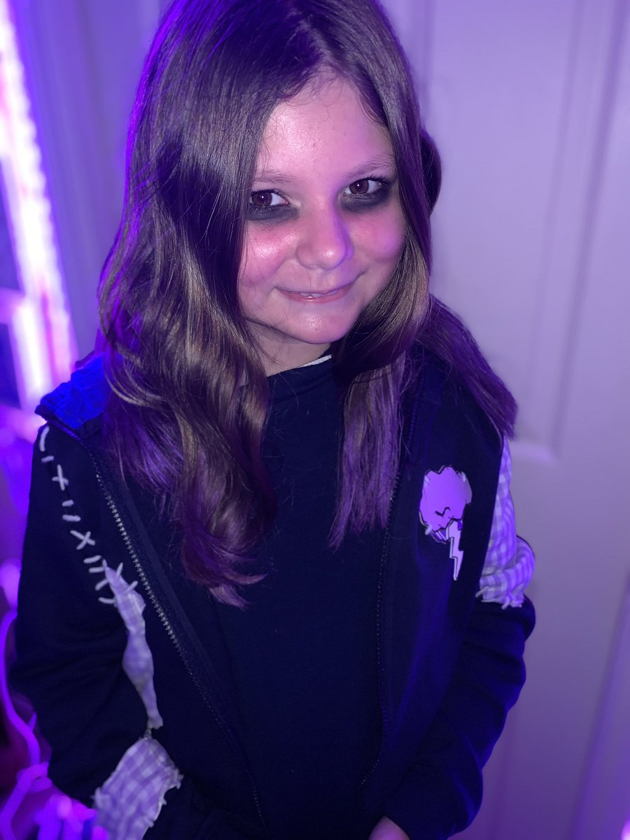 My daughter loves to cosplay, her latest is Virgil from one of @ThomasSanders Sanders Sides.  pic.twitter.com/4xsBZjDHBr  by Thomas Sanders