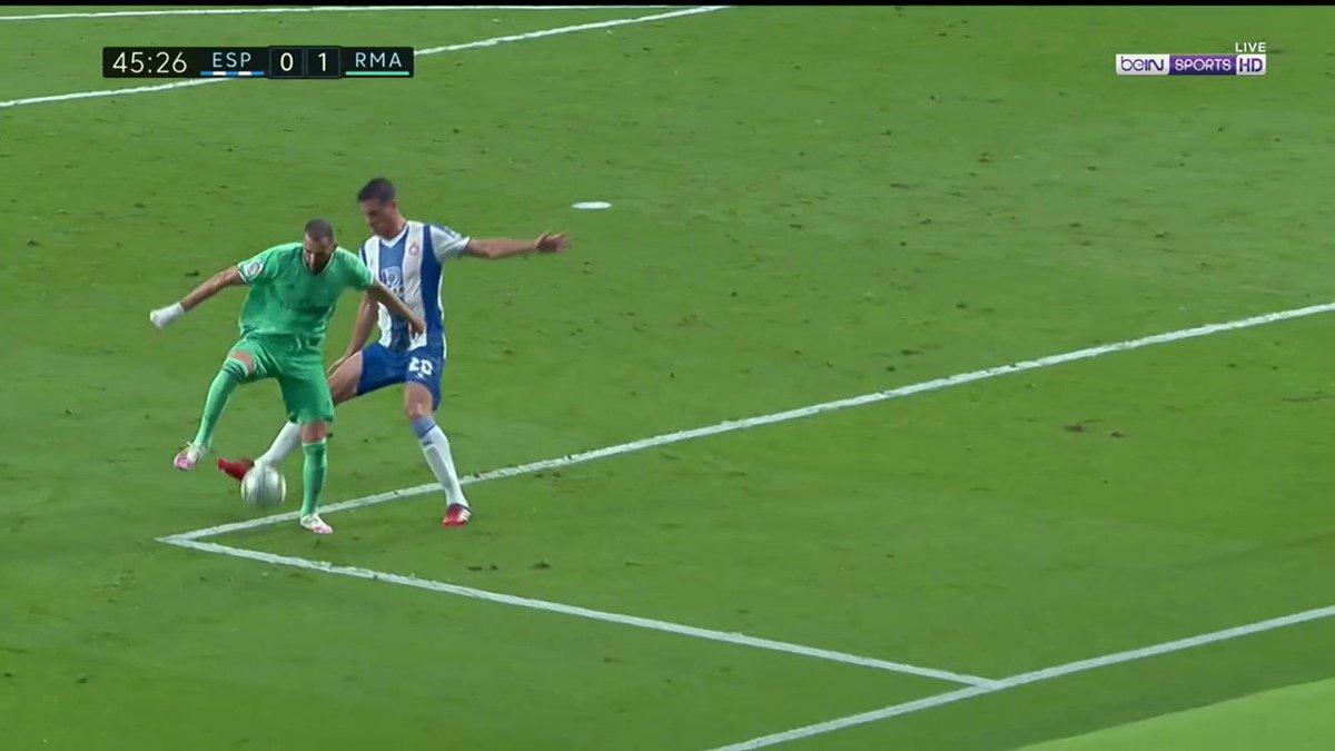 Backheel nutmeg assist from Benzema 🤯  (via @beINSPORTSUSA) https://t.co/0aKZUr7o0x