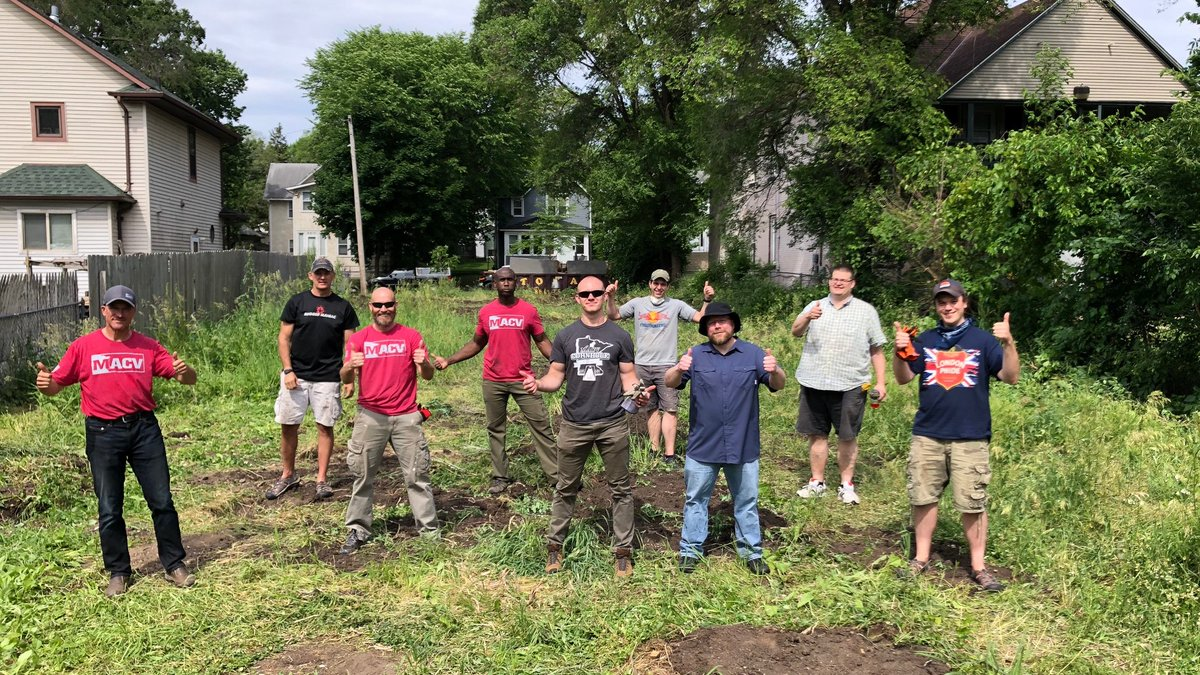 Deluxers used some volunteer time off to help folks from @MACVorg prepare a lot in North Minneapolis. The future building will provide housing for veterans and families who are homeless or at risk of becoming homeless. Great job, guys! #Veteran #Volunteer #OneDeluxe https://t.co/MgVL7EBVGW