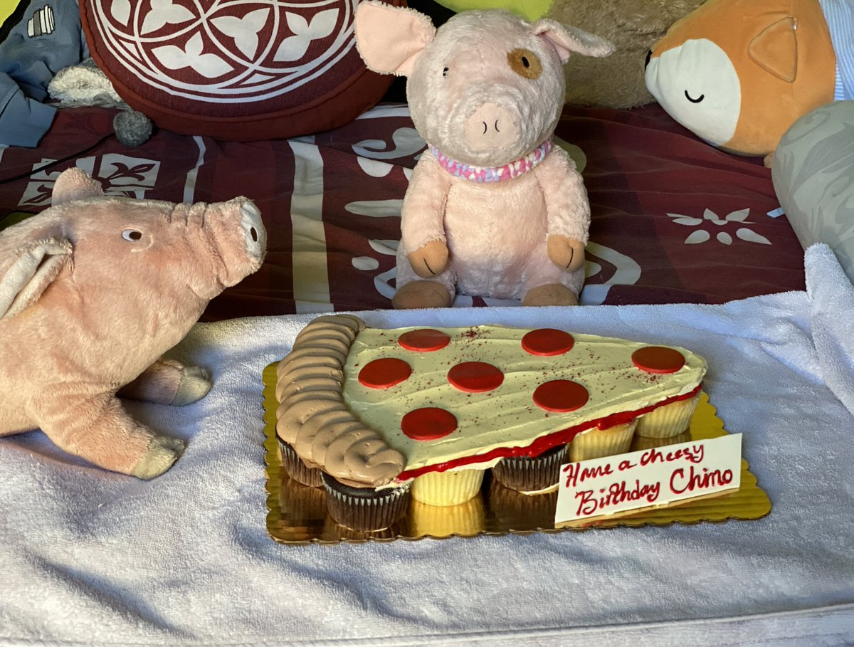 What's better pizza or cake? Why not both  #pizza #custom #cake #cupcakes #sundayvibespic.twitter.com/f1rA5D3h3g