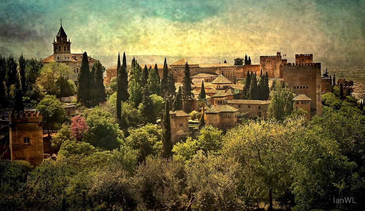 'The Alhambra Grenada' sold as a throw pillow on http://Redbubble.com to a buyer in the UK. Enjoy! #spain #palaces #nikonphotography pic.twitter.com/kZ67LzGeEu